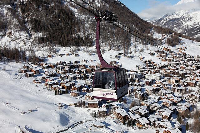 Saas fee : skier en suisse