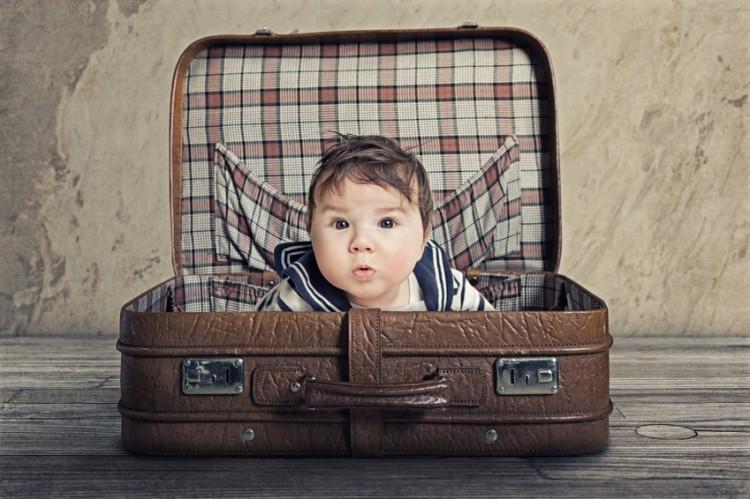 Vacances avec bébé : bébé dans la valise