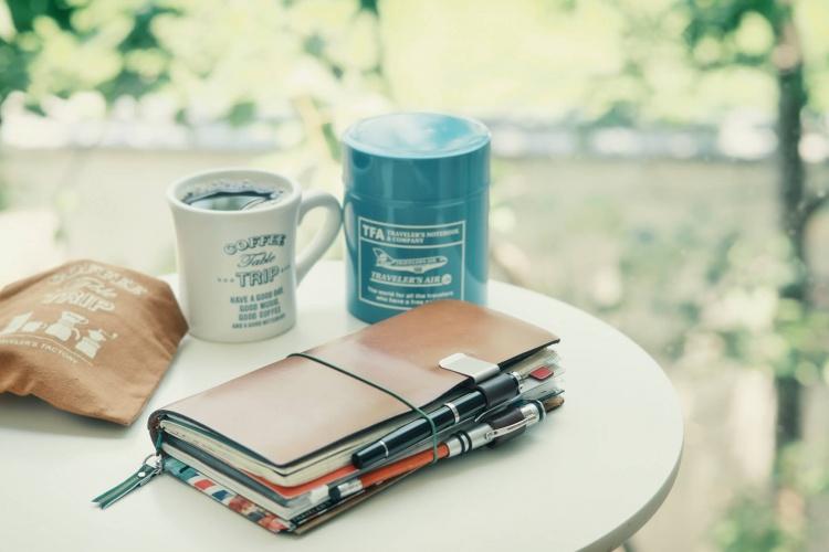 Prenez le temps en voyageant seul d'écrire vos carnets de voyage