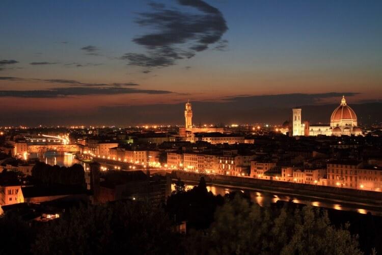Laissez la voiture pour profiter à pied de la vieille ville de Florence