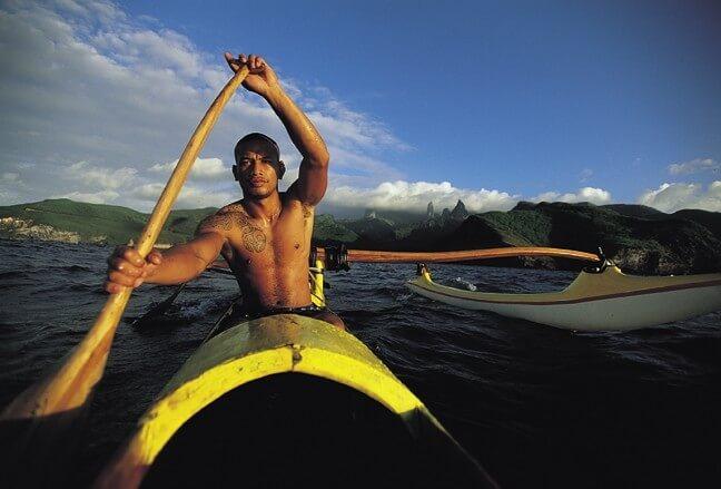 Et pourquoi pas aller faire du sport avec les habitants chez qui vous logez en Polynésie ?