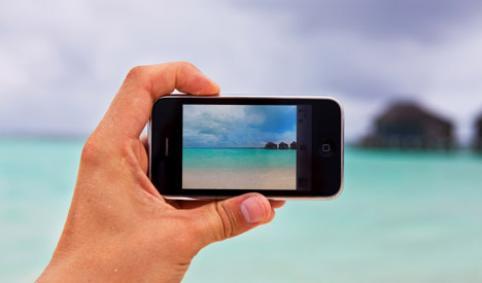 iphone-a-la-plage-en-france