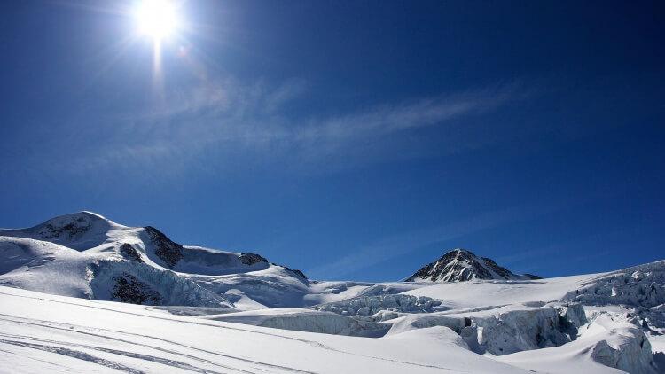 Skier en avril en France c'est la garanti de skier avec du soleil et d'avoir des journées plus longues qu'en hiver !