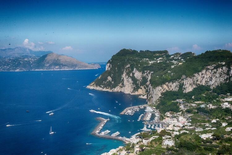 """Capri, la romantique (et non """"la Rome Antique"""" ;-)). Et puis après vous pourrez dire """"Capri, c'est fini..."""""""