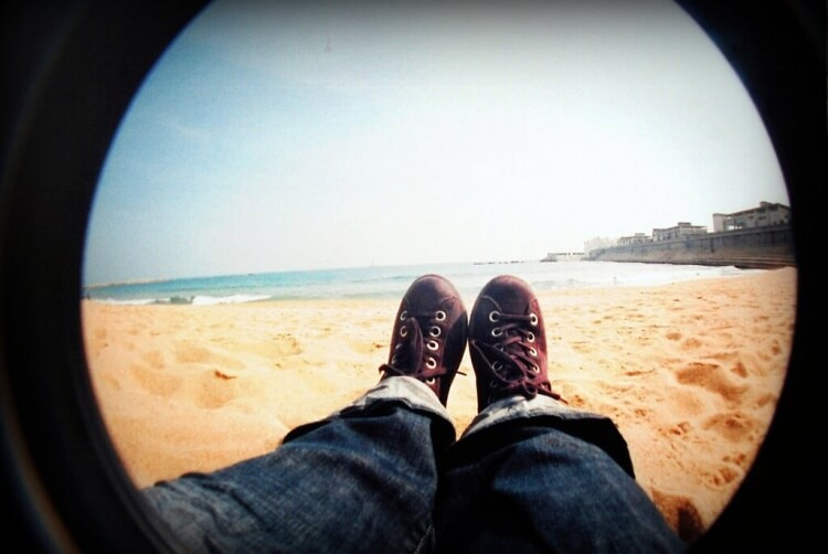 Sur la plage à Barcelone... Pas encore en maillot, mais pas loin !