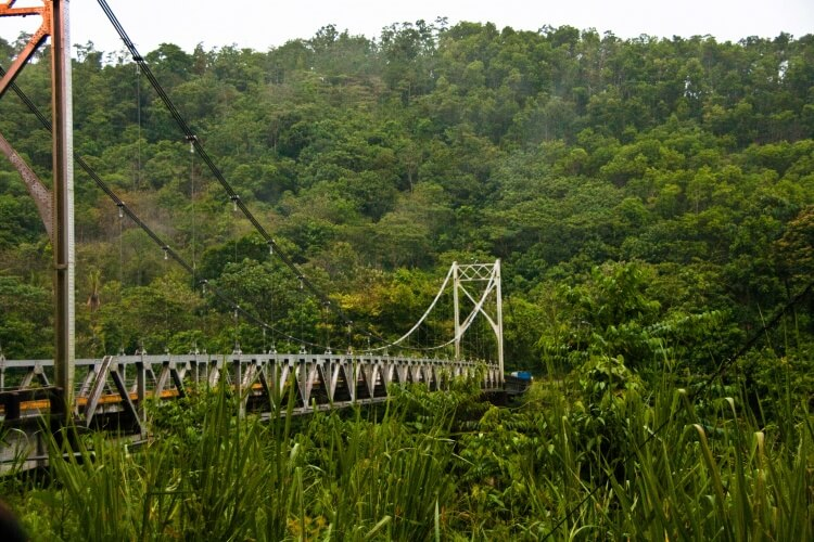 One_lane_suspension_bridge_in_Costa_Rica