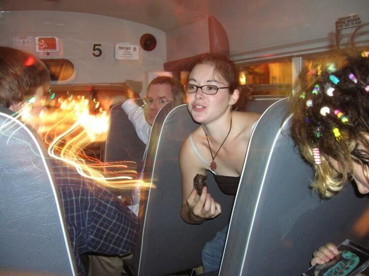 L'autocar est aussi un bon moyen de faire des rencontres et de passer un bon moment !