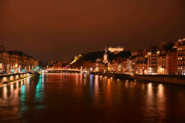 lyon-by-night