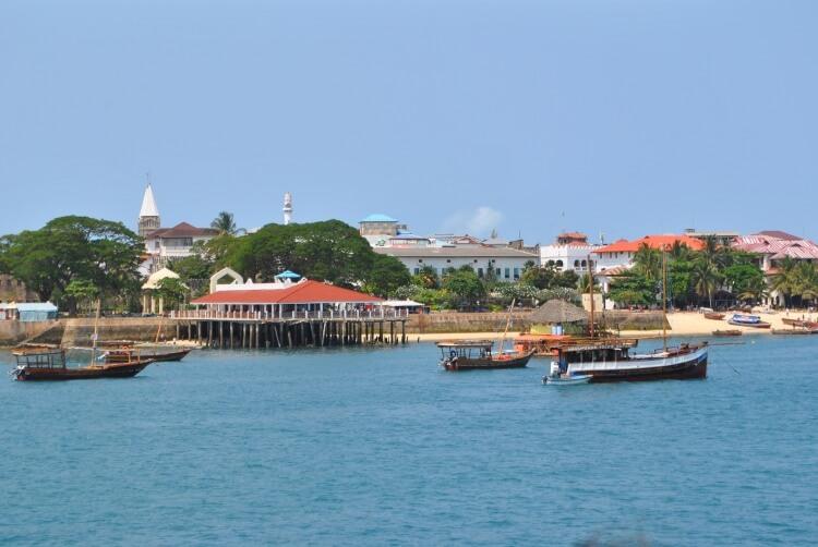 Vue sur Stone Town depuis la mer.