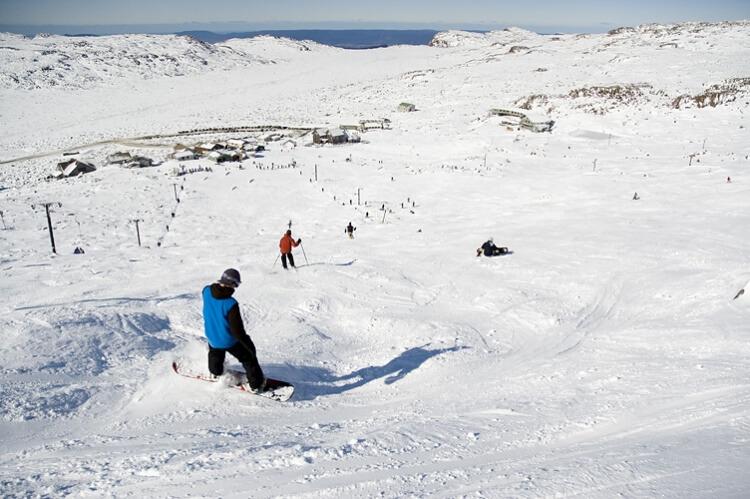 Skieurs sur les pistes du Ben Lomond