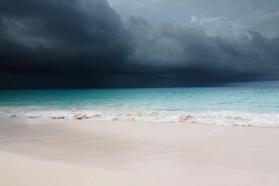 Plage de CUba avec des nuages gris