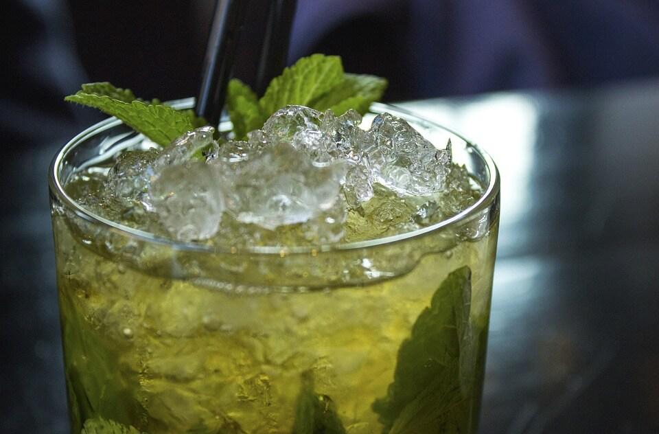 Boire un mojito à la saison des pluies à Cuba