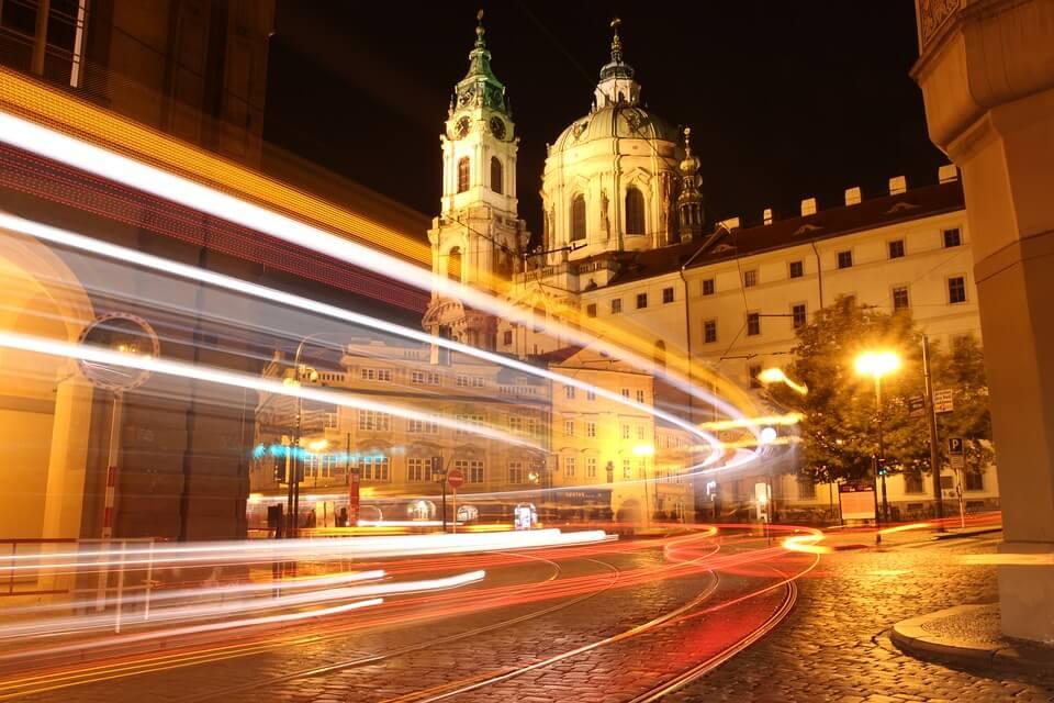 Rue de Prague la nuit