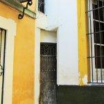une minuscule porte à Séville