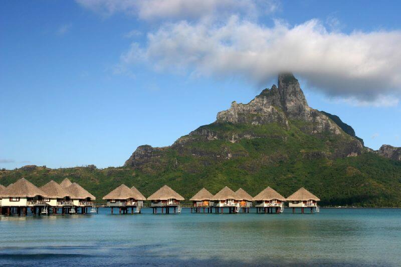 Les passionnés de nature peuvent partir à l'assaut du mont Otemanu, un volcan endormi