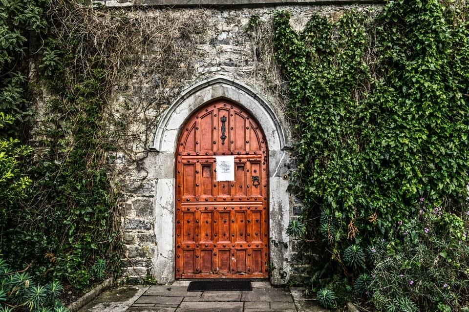 porte chateau hanté