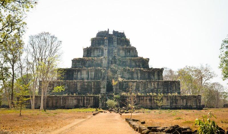 temple cambodge koh ker pyramide