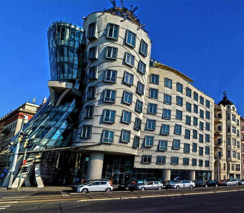 immeuble a l'architecture originale Dancing Building a prague