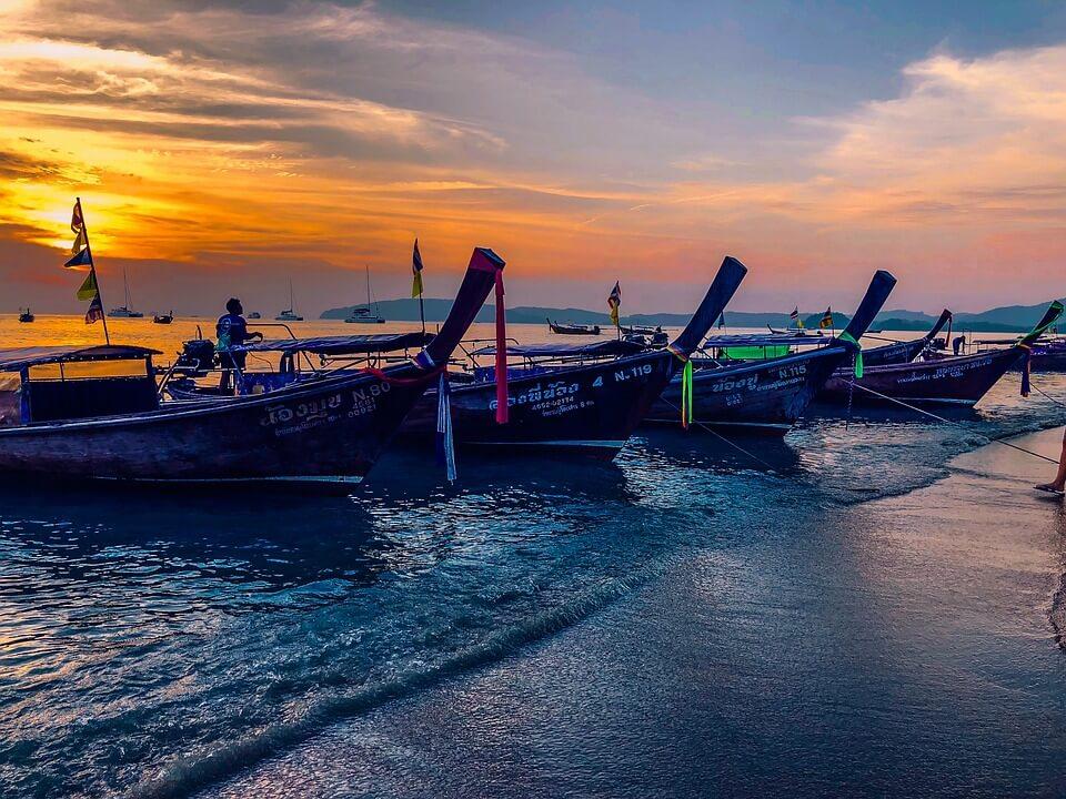 bateaux longtail à Krabi