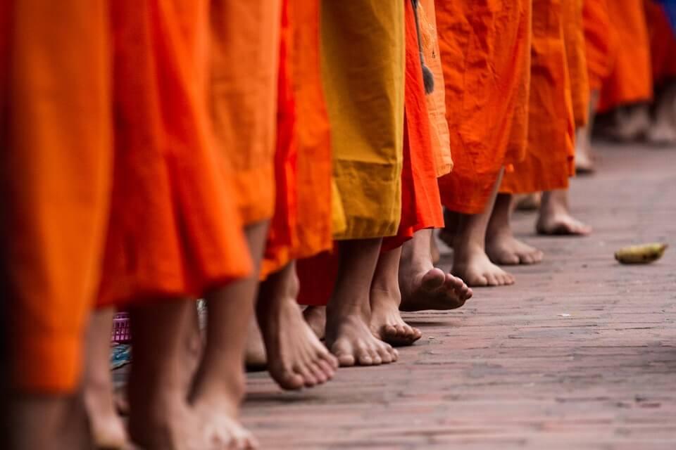 cérémonie aumone luang prabang laos