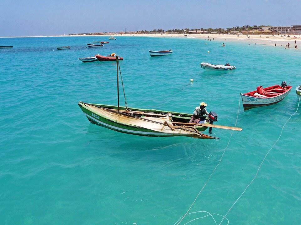 îles du cap-vert où partir Boa vista pecheurs barque