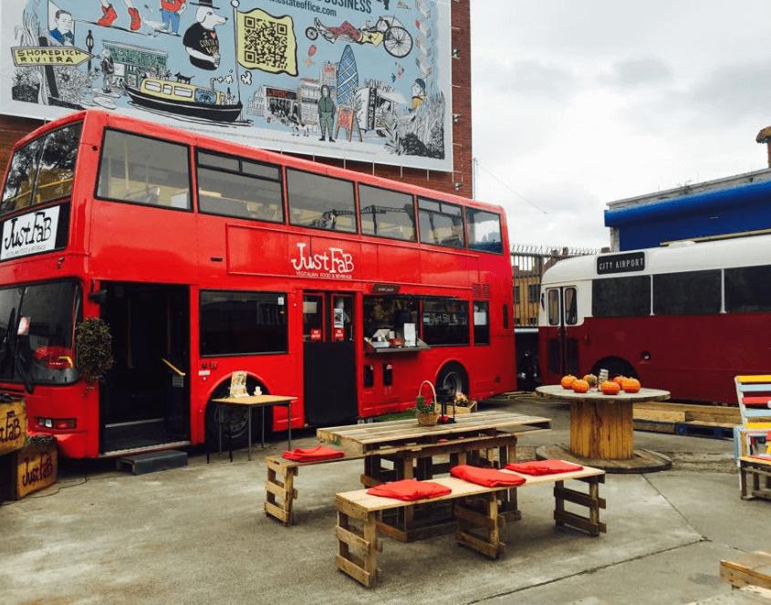 manger dans un bus restaurant vegan a londres insolite