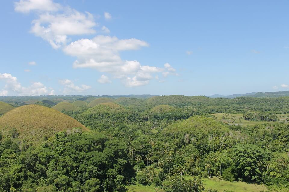 collines chocolate hills point de vue saison des pluies aux philippines