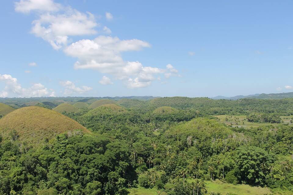 collines chocolate hills point de vue saison des pluies aux philippines