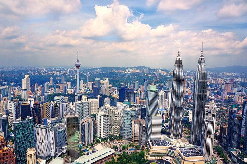 kuala lumpur skyline saison des pluies en malaisie