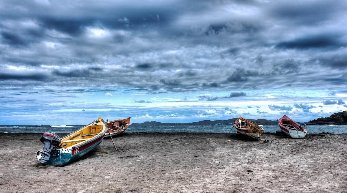 mer barque nuages saison des pluies en martinique
