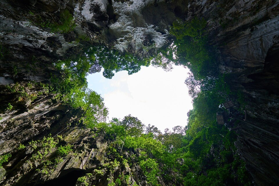 paysage vert grotte malaisie