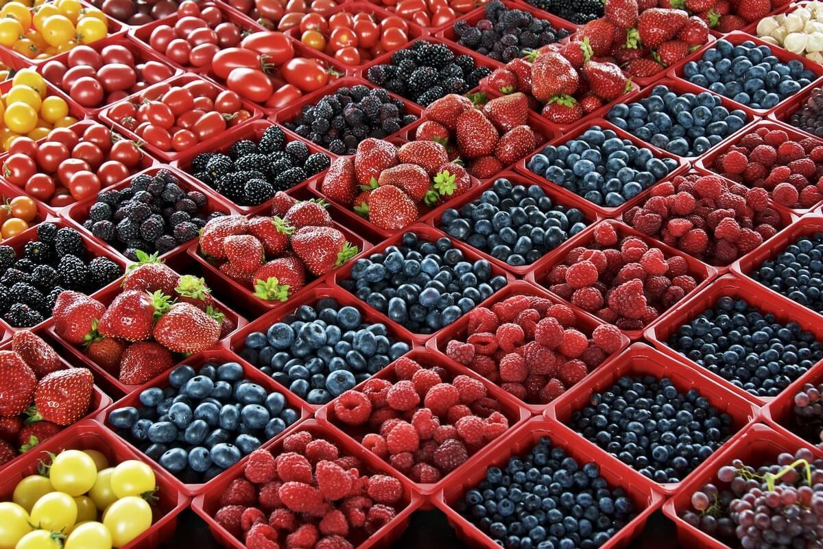 etales de marché jean talon a montreal fruits