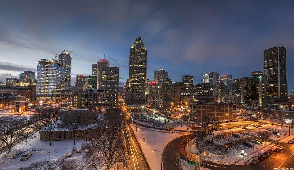 panorama de la ville la nuit en hiver