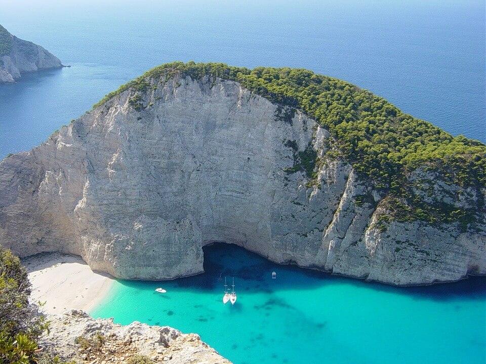 panorama baie du naufrage ile de zante en grece grece ou croatie