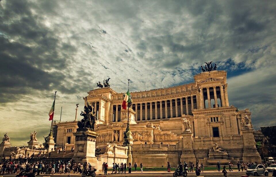 rome monument place foule