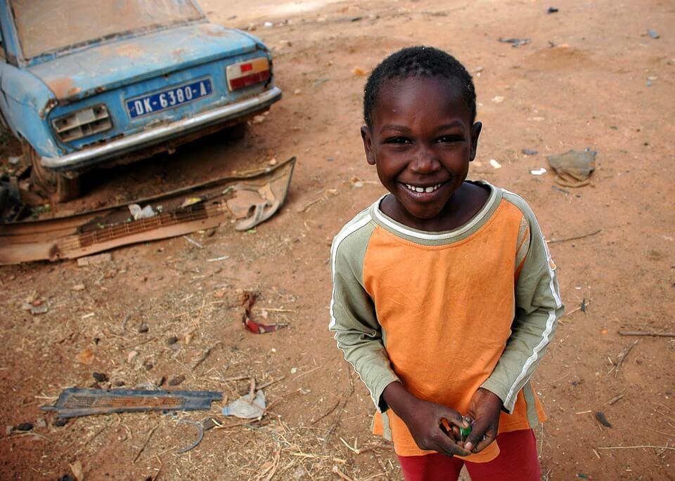 enfant sénégal saison des pluies au Sénégal