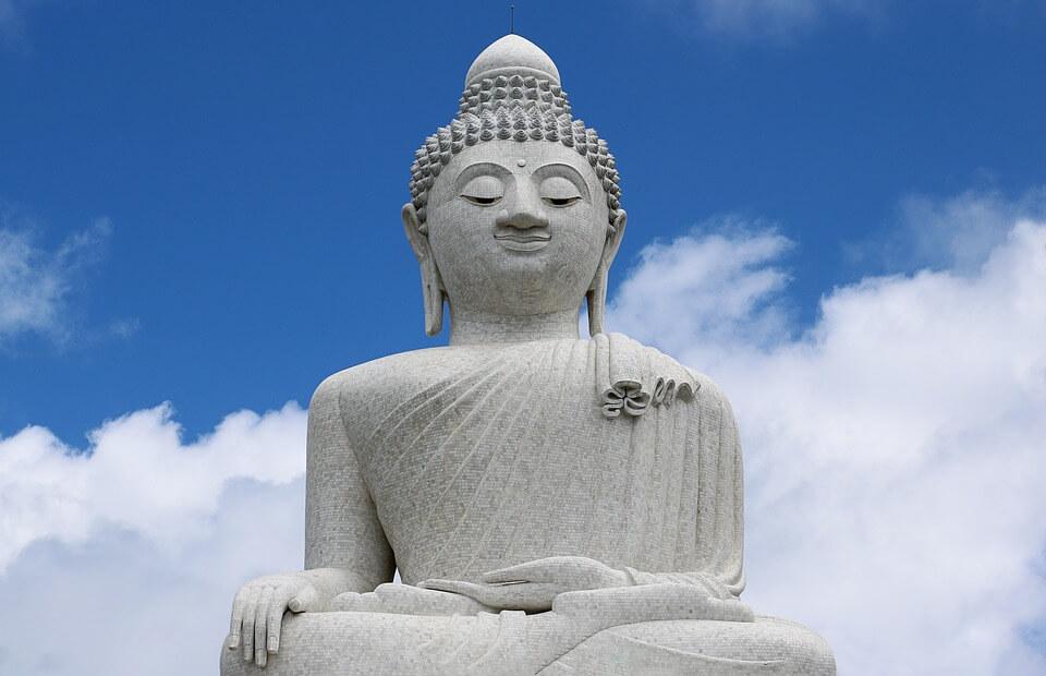statue du boudha en beton de phuket