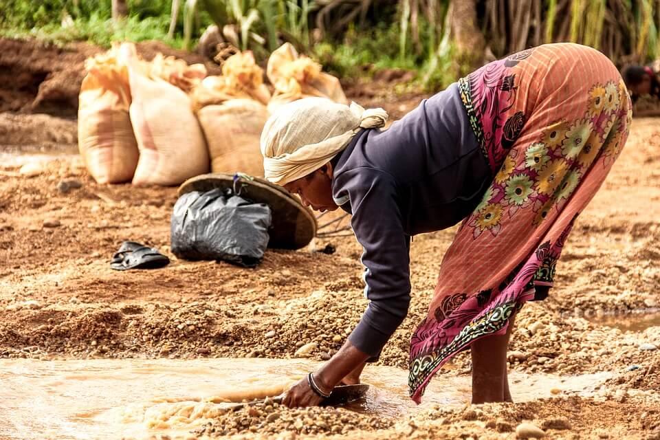 femme eau madagascar pays dangereux