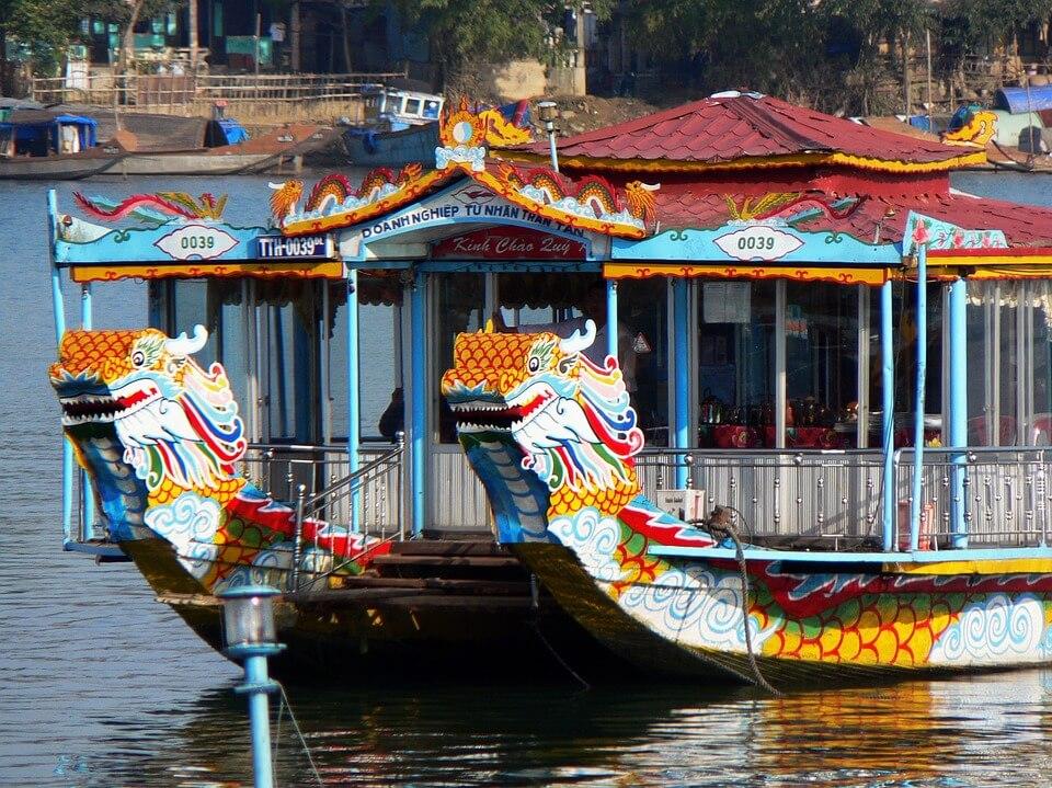 bateau dragon hué au vietnam