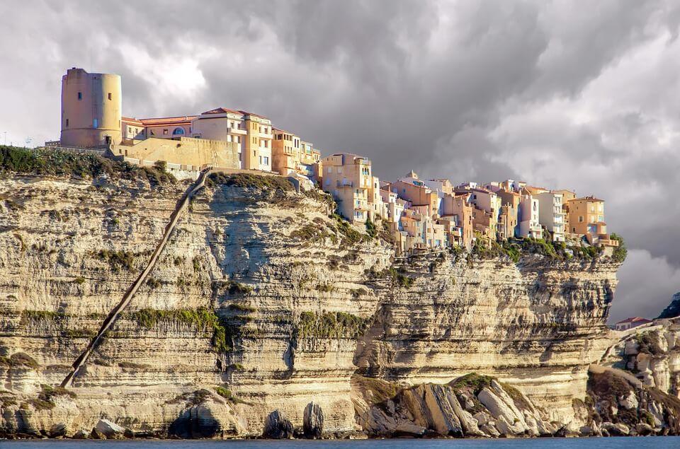falaise bonifacio village perché que faire en Corse du Sud