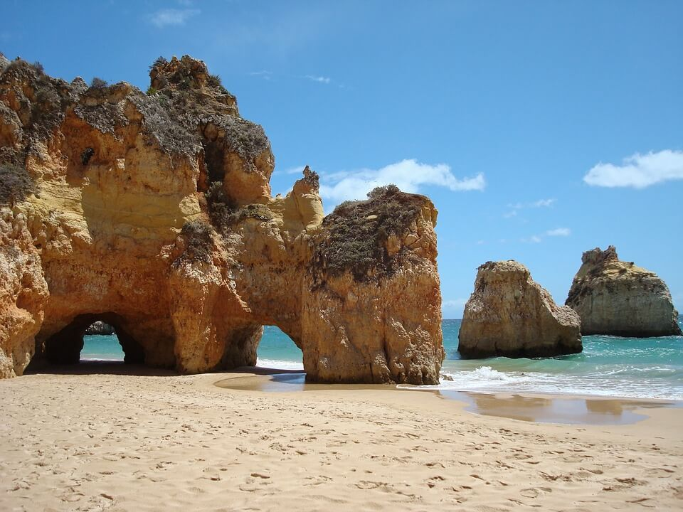 falaises de l'algarve portugal en camping car