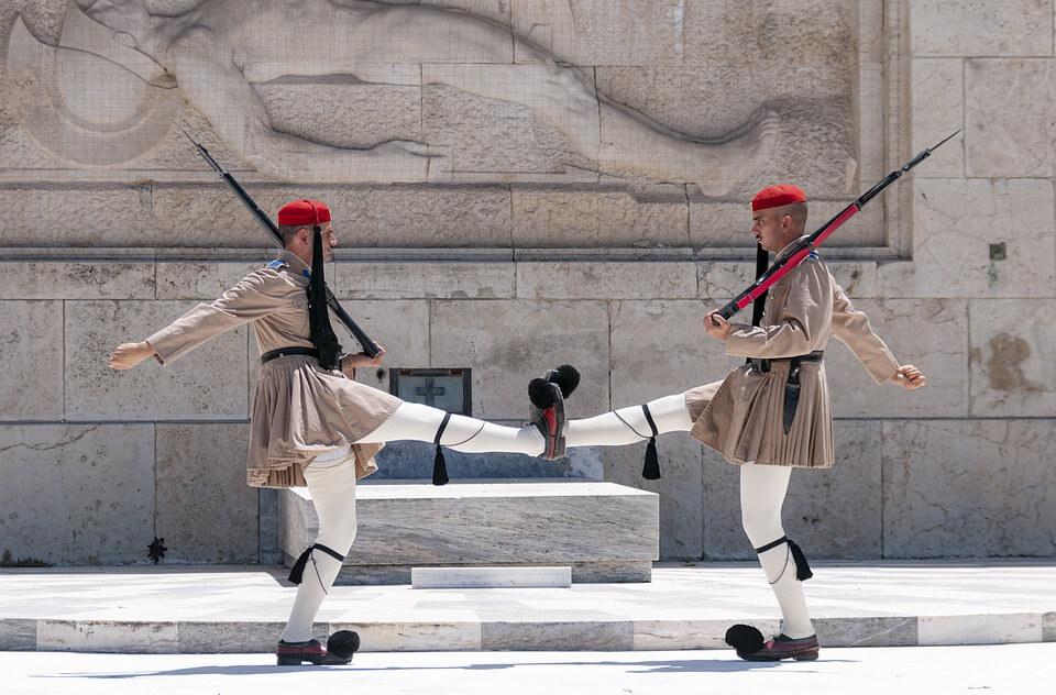 gardes devant le parlement que faire à Athènes