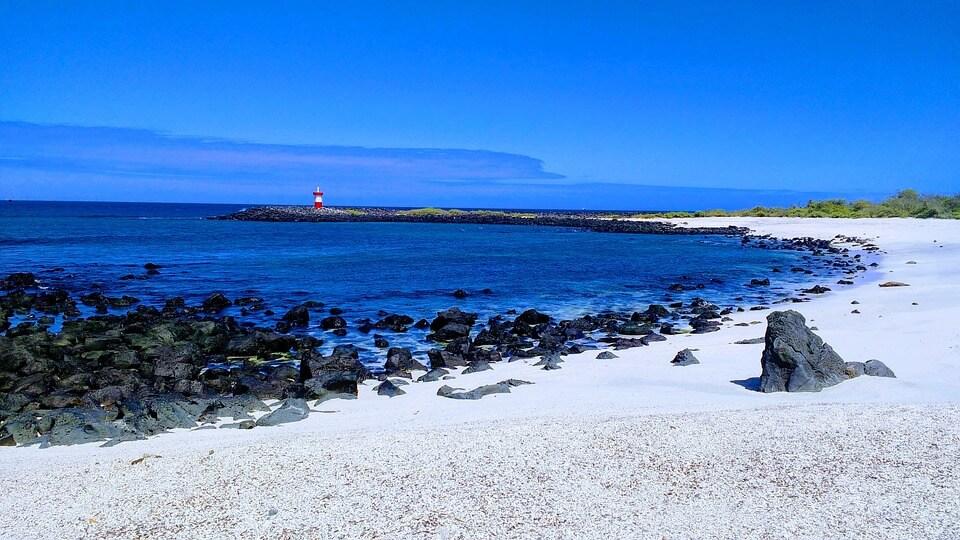 plage sable blanc galapagos îles paradisiaques du monde