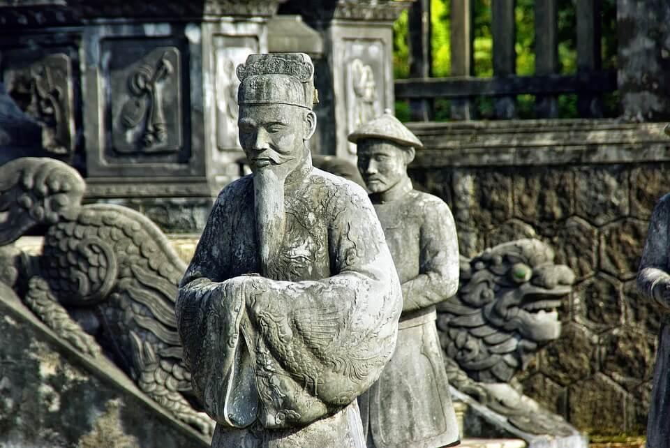 statue empereur hué au vietnam