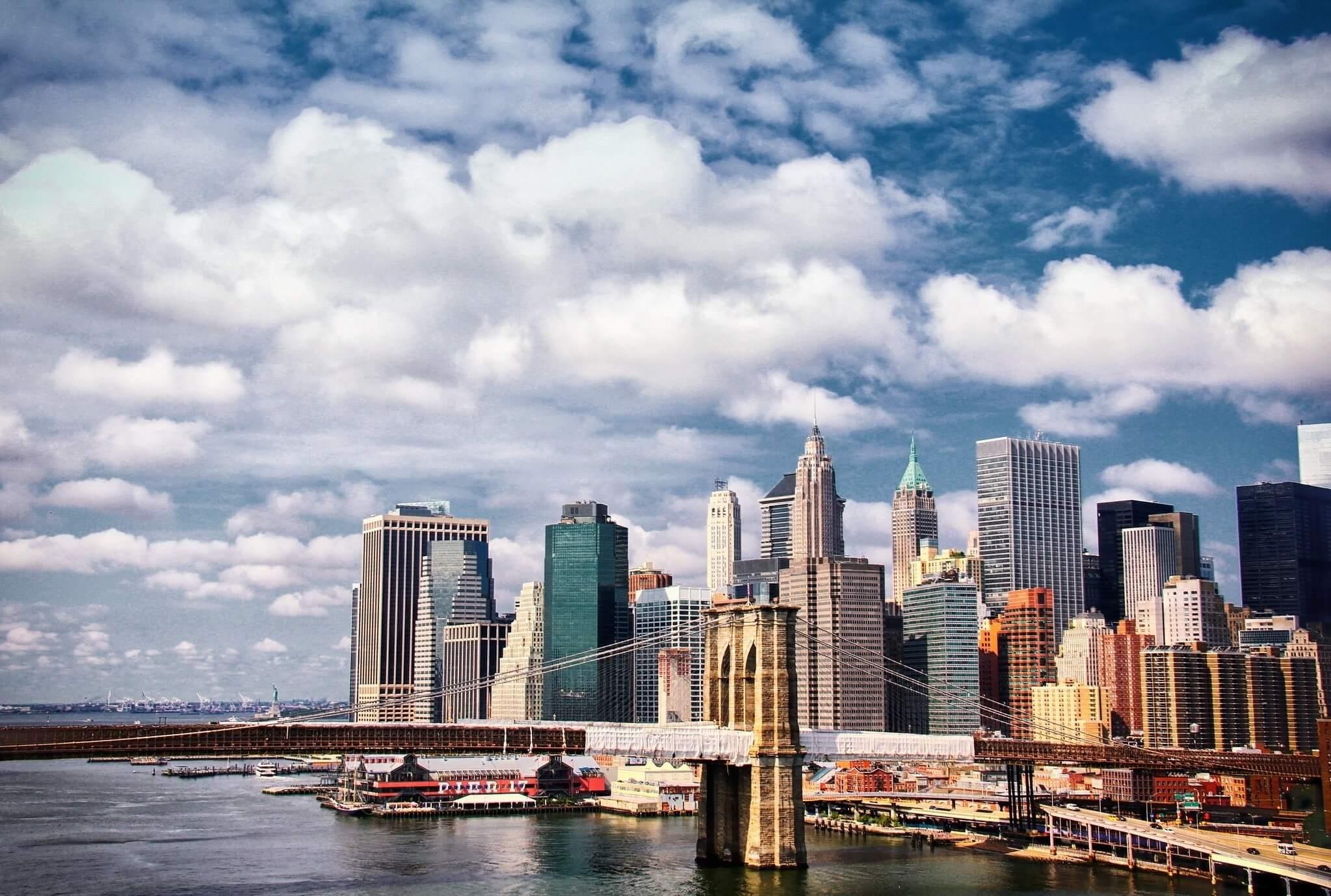 Quel quartier de New York pour une immersion culturelle ? Pensez à visiter Brooklyn, sans aucun doute le quartier de New York qui offre un curieux mariage de banlieue chic et de quartier populaire.