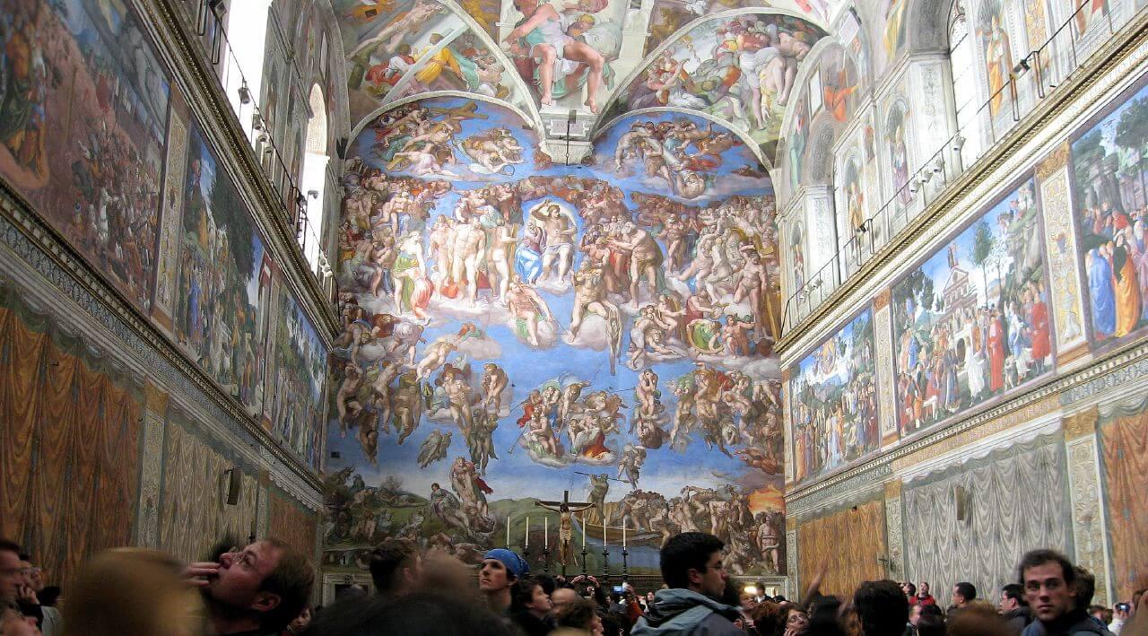 Que faire à Rome en 2 jours ? Découvrir les trésors de la Cité du Vatican, surtout si on est passionné d'art et d'architecture.