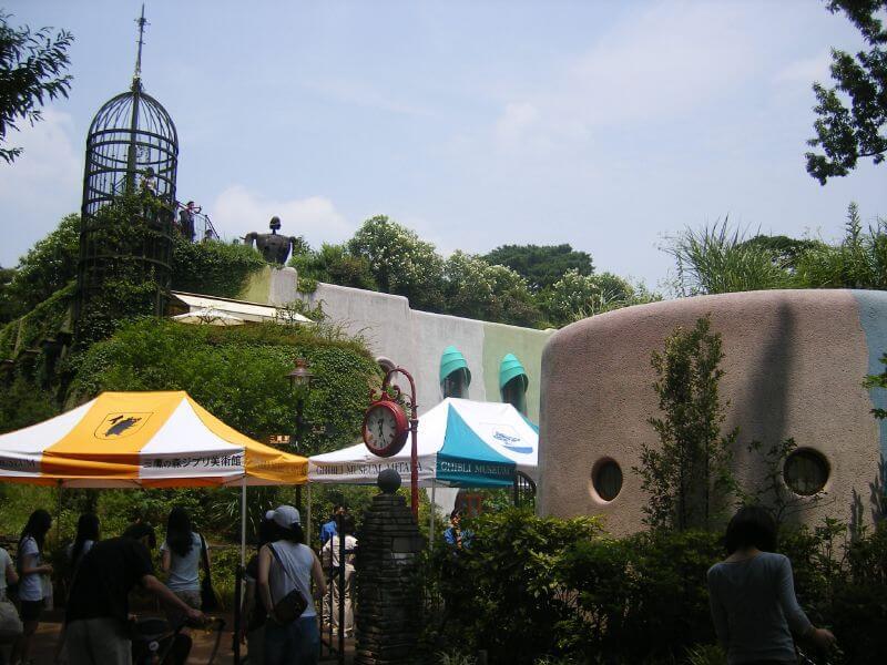Que faire à Tokyo ? visiter des parcs d'attractions, il y en a partout ! Mais pour sortir des sentiers battus, pensez à visiter l'un des parcs à thèmes les plus insolites, dédiés aux films d'animation manga !