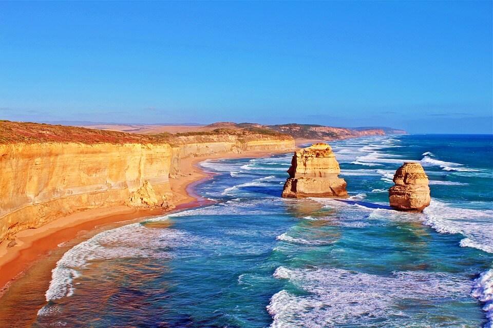 australie great ocean road rocher dans l'eau pays chauds en hiver