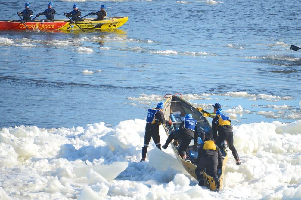 equipe canot fleuve neige carnaval de québec