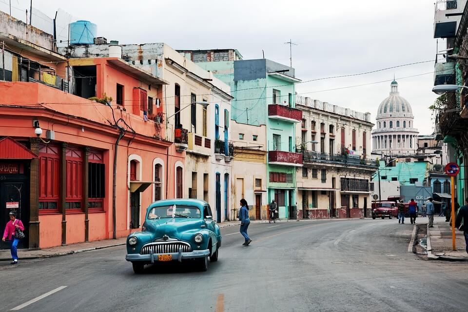 cuba voiture architecture coloniale ville pays chauds en hiver